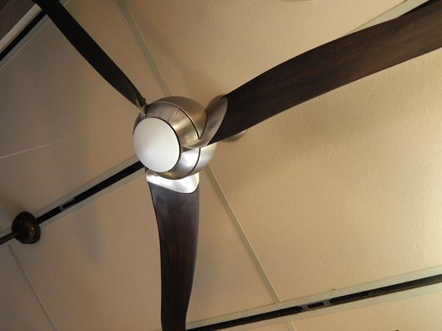 modern-three-blade-ceiling-fan-light