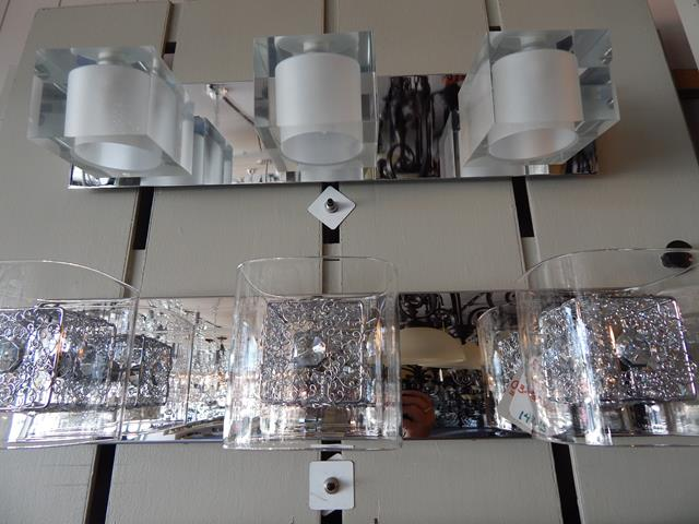 three-light-mirrored-glass-vanity-fixture