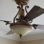 wood-frosted-swirl-light-ceiling-fan